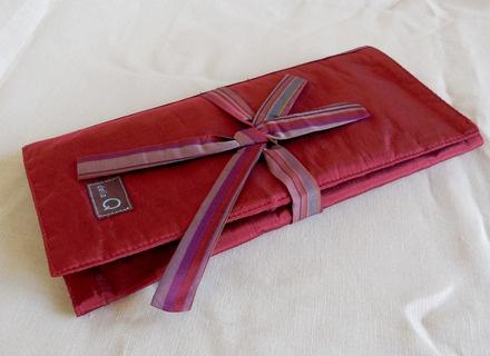della Q Tri-Fold Circular Case, Red
