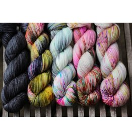 For Yarn's Sake, LLC Fading Point Wrap Kit, Black Pearl Electric (Smooshy)