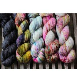 For Yarn's Sake, LLC Fading Point Wrap Kit, Black Pearl Electric (Smooshy)