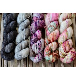 For Yarn's Sake, LLC Fading Point Wrap Kit, Black Pearl Tabby (Smooshy)