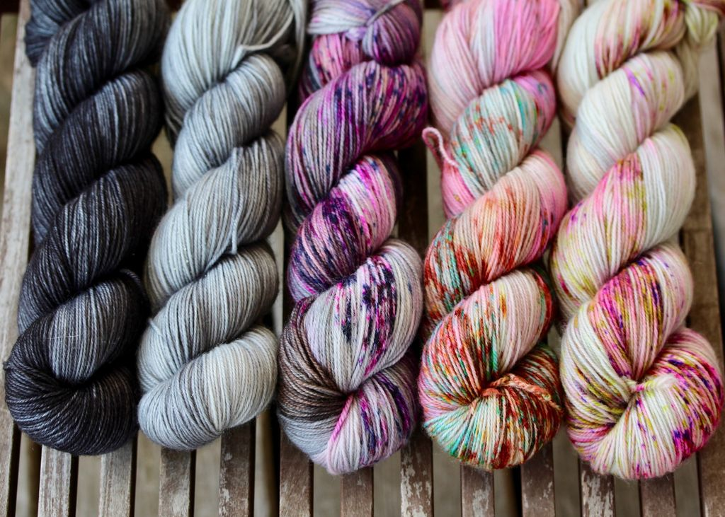 For Yarn's Sake, LLC Fading Point Wrap Kit, Black Pearl Tabby (Smooshy)