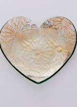 Annie Glass 2016 Collectible Heart Plate