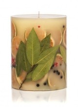 Rosy Rings A sublimely fragrant garland, constructed with just-gathered bunches of bay laurel leaves, sprigs of peppermint and sweet clusters of black currants.  A fresh, modern fragrance interpretation of aromatic and fruity.<br /> <br /> Made with: bay leaves, green orange sl
