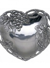 Arthur Court Designs Show some love to a special someone with this Grape Heart Coupe Tray from Arthur Court. <br /> <br /> Layered vines create the piece&#039;s openwork border, while bundles of grapes and leaves adorn multiple sides of the interior. The round, defined features of the fruit s