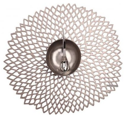 Chilewich Dahlia placemats are suitable for indoor and outdoor use.