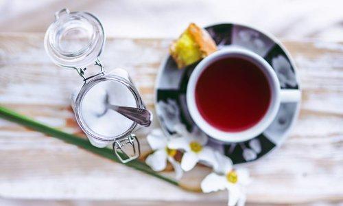 Trois bonnes façons de sucrer son thé