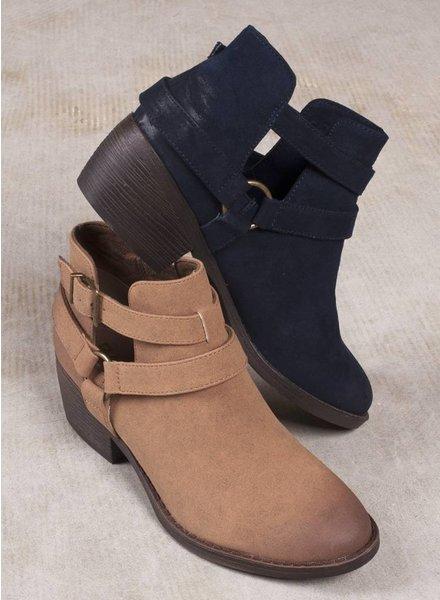 BC Footwear - Communal