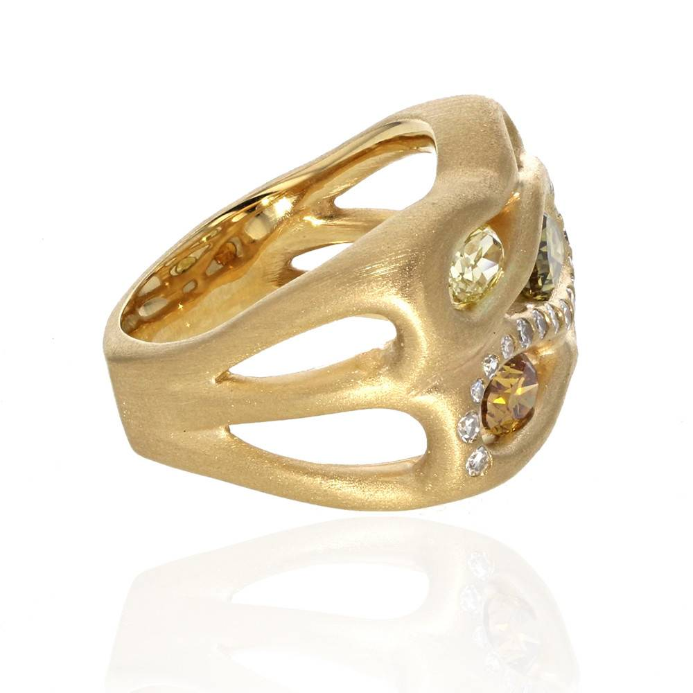 Lisa Des Camps Infinity Ring with Diamonds