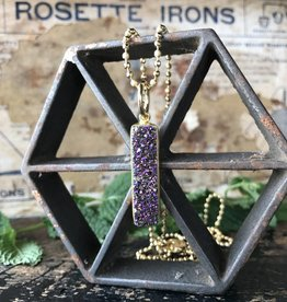 Elongated pendant violet
