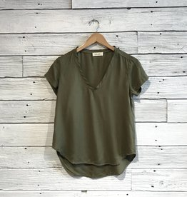 Bella Dahl V neck tee