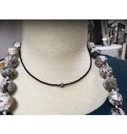 Tres Chicas Dainty crystal with spinel charm