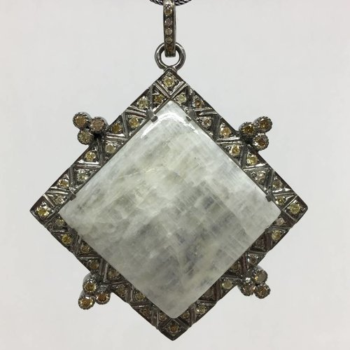 Lotasi Jewels Moonstone Pendant