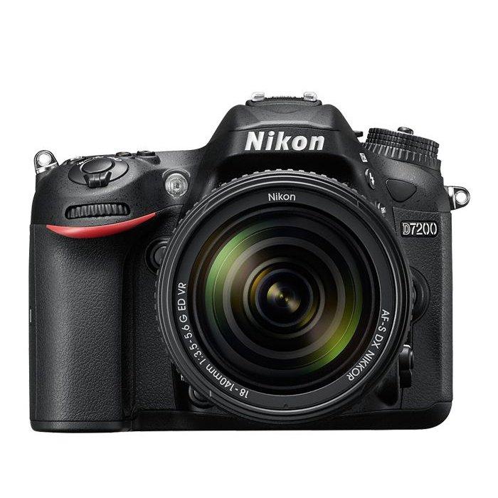 Nikon D7200 w/ 18-140mm f/3.5-5.6 VR