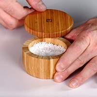 Main de sel en bambou