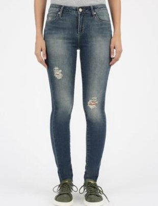 Articles of Society Articles of Society Sarah High Rise Distressed w/ Raw Hem Denim