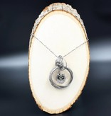 necklace   silver  interlocking circles   1 snap button
