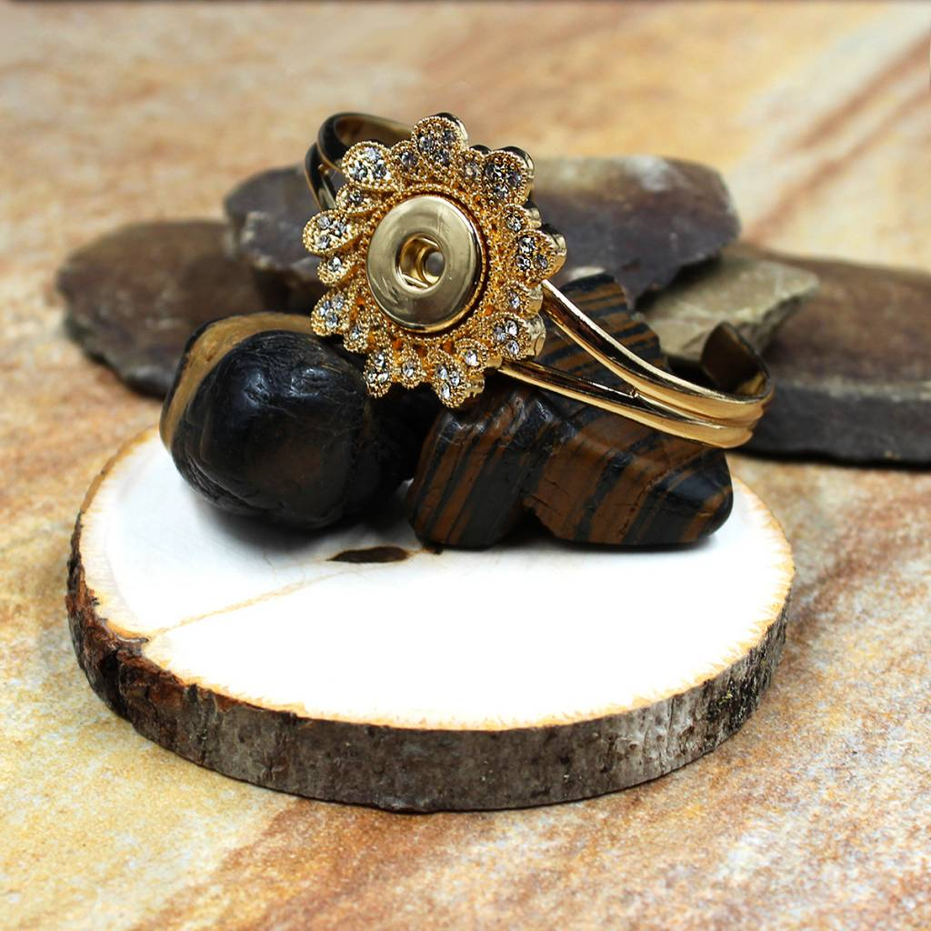 bracelet |  gold | large flower | 1 snap button