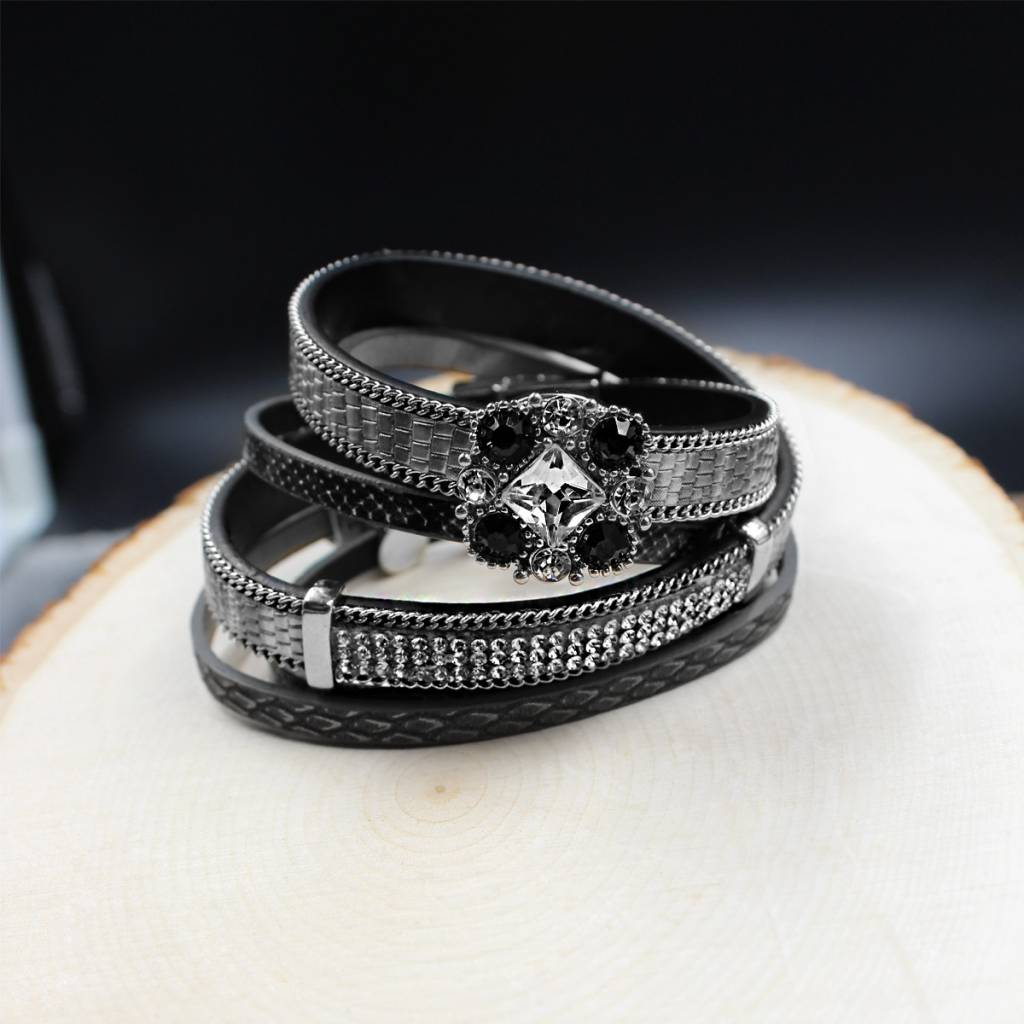Bracelet | Black | Six Strap Magnetic Close | 1 Snap Button