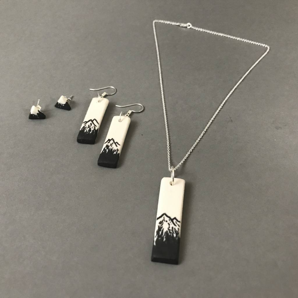 Necklace - Verticle Bar, white