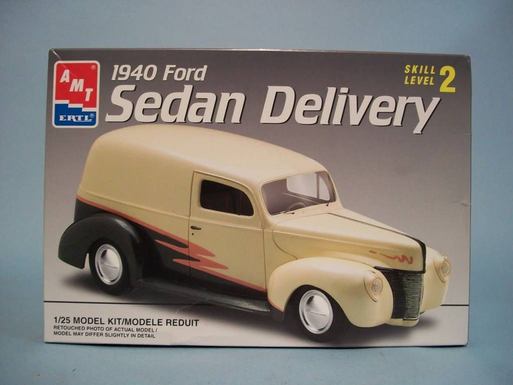 AMT 1/25 Model Kit 1940 Ford Sedan Delivery