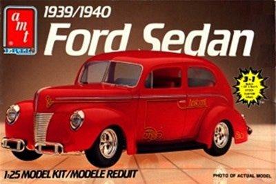 AMT 1/25 Model Kit 1939/1940 Ford Sedan