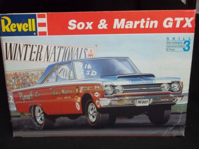 Revell Sox and Martin GTX Skill 3 1/25 model Kit (7365)