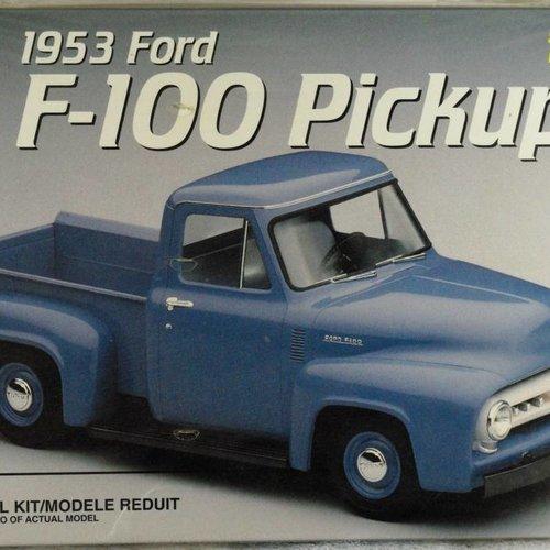 AMT F-100 Pickup Skill 2  1/25 Model Kit