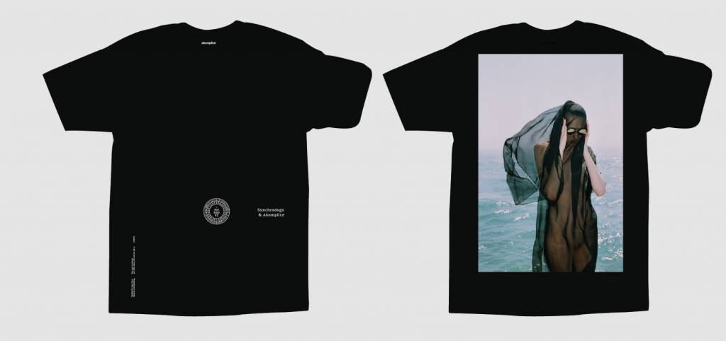 AKOMPLICE x SYNCHRODOGS - Guise SS Tee