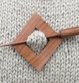 Plymouth Yarn Co. 2001 Diamond Shawl Pin