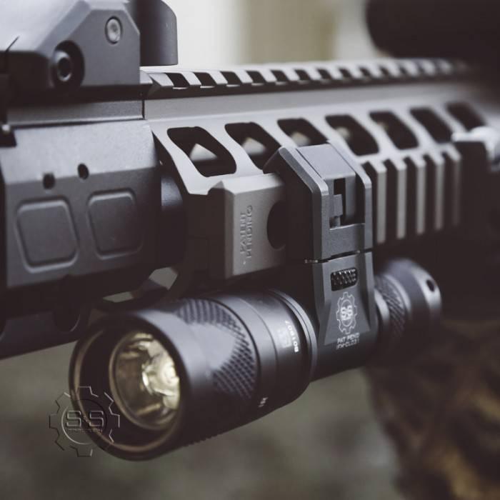 S&S Precision S&S Precision Integrated Flashlight Mount Cam, 3V, Right (compatible w/ Surefire Scout), Tan
