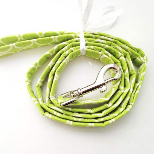 "Bow Wow Couture Bow Wow Couture Mod Dog in Lime Lead 1"" x 5'"