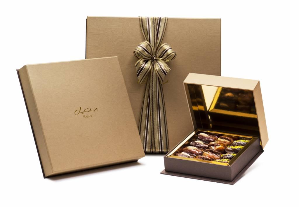 sc 1 st  Bateel USA & Oak Square Gift Box Bateel USA Aboutintivar.Com