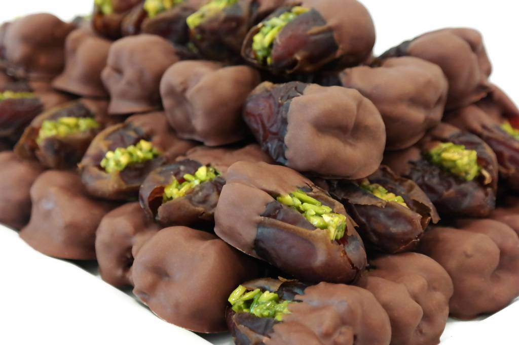 Bateel USA Wanan Dates Milk Chocolate Pistachio