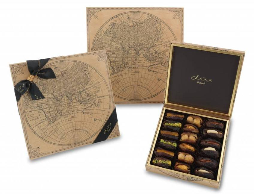 World map gift box with dates caramelizedroasted nuts and candied prevnext gumiabroncs Gallery