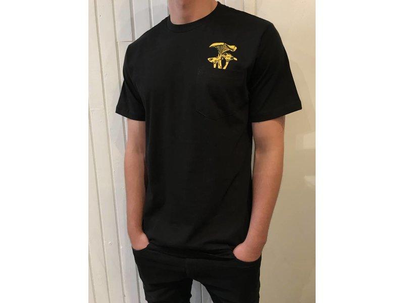 RELIC chanterelle pocket t-shirt
