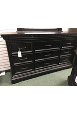 Pulaski Furniture Glencoe 9 drawer Dresser with Mirror