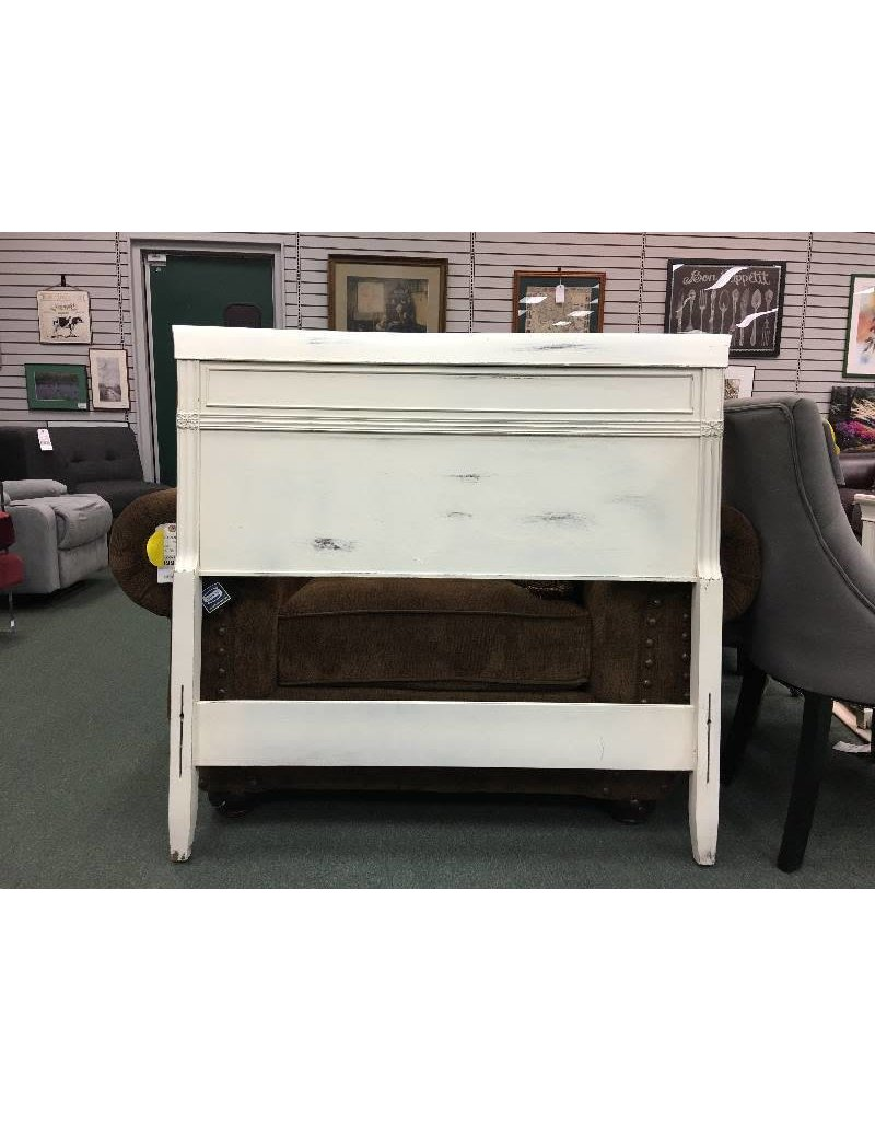 Vintage Twin Panel Bed in Distressed White 43wx42h