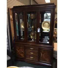 Broyhill Vintage Asian Styled China Cabinet