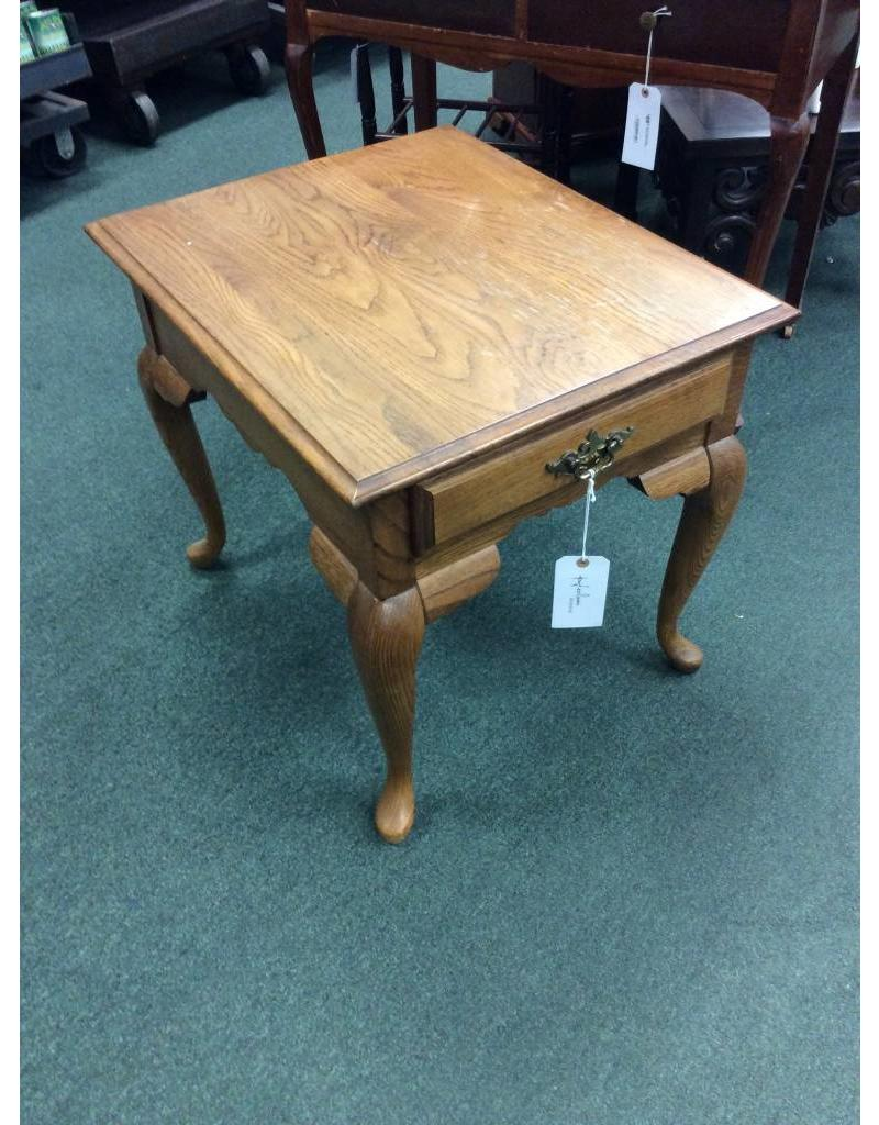 Vintage End Table w Queen Anne Legs