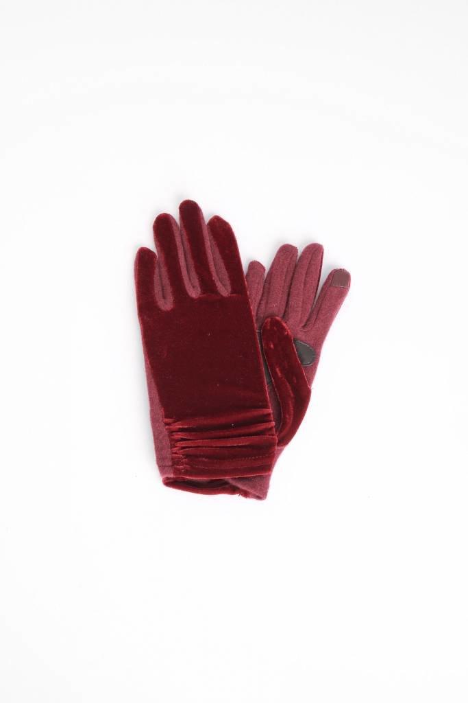 Echo Burgundy Velvet Glove