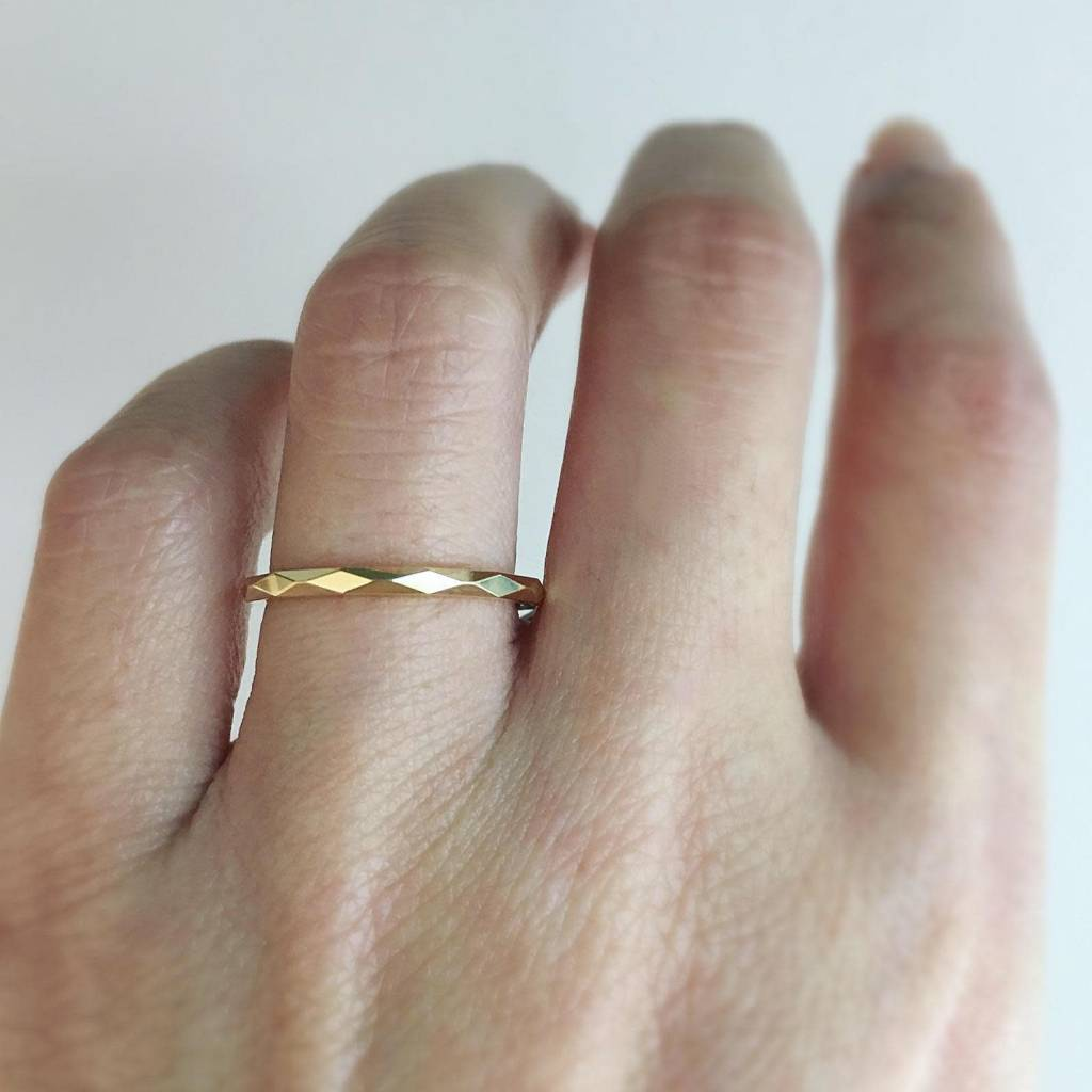 Trabert Goldsmiths Thin Gold Faceted Spectra Band
