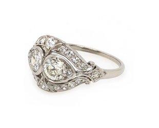 Trabert Goldsmiths 1.35ct Antique Deco Twin Diamond Ring E1651