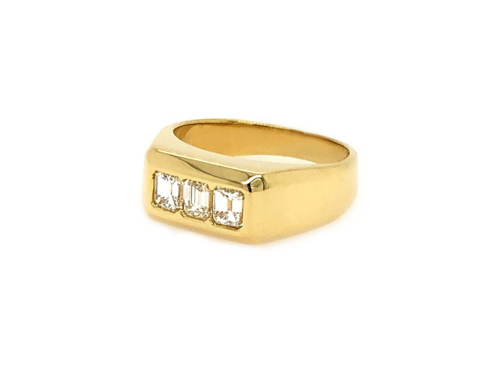 Trabert Goldsmiths 0.75ct Vintage Emerald Cut Diamond Gold Ring