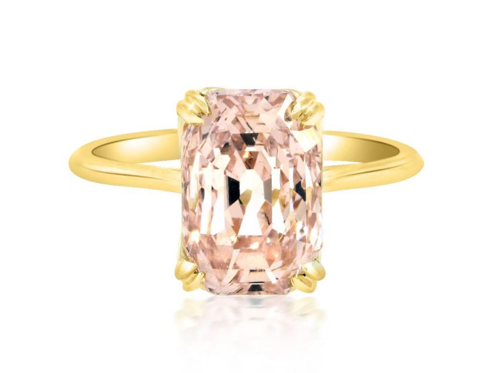 Trabert Goldsmiths 5.53ct Peach Sapphire Aura Ring
