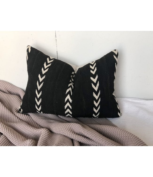 HOUSE OF CINDY BLACK MUD CLOTH PILLOW 14X20