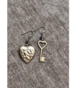 MICHELLE STERLING (C) KEY & HEART CHARM EARRINGS