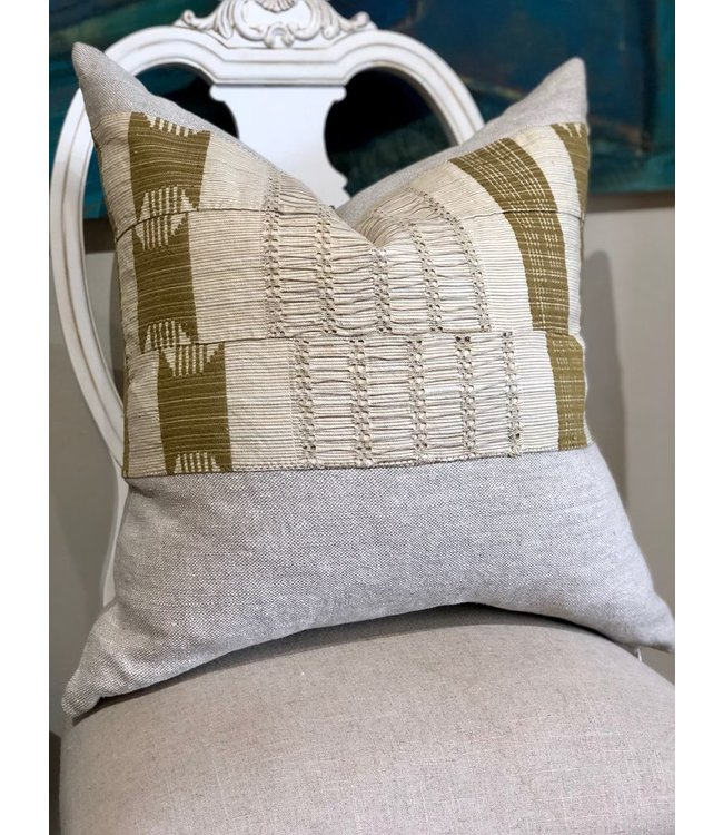 HOUSE OF CINDY LUXE VINTAGE PILLOW - 22X22
