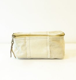 Everyday Two sizes of dopp kits have dark bronze zippers with brass and leather pull tabs.