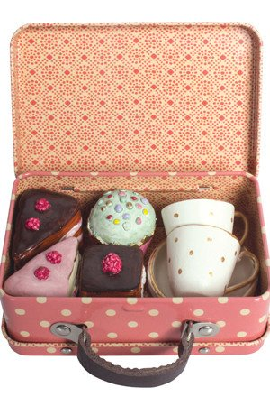 Suitcase Cup & Cake