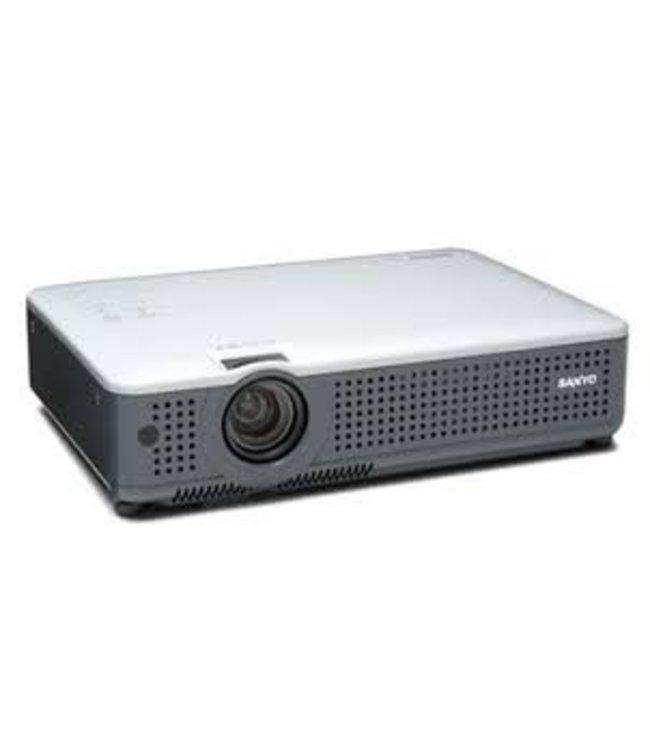 Projecteur usagé Sanyo PLC-XU75
